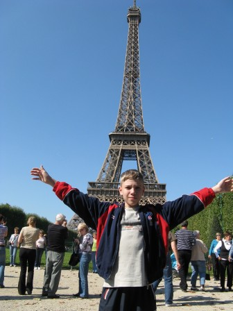 В париже возле эифелевой башни(кстати, раньше где я стою было картофельное поле)