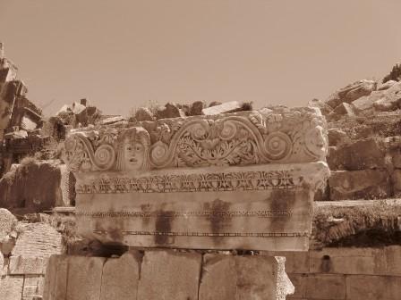 Элементы оформления амфиатеатра в Демре