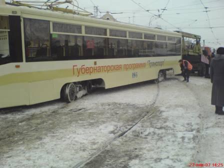 трамвай с рельс сошел в г.кемерово (фото 1)